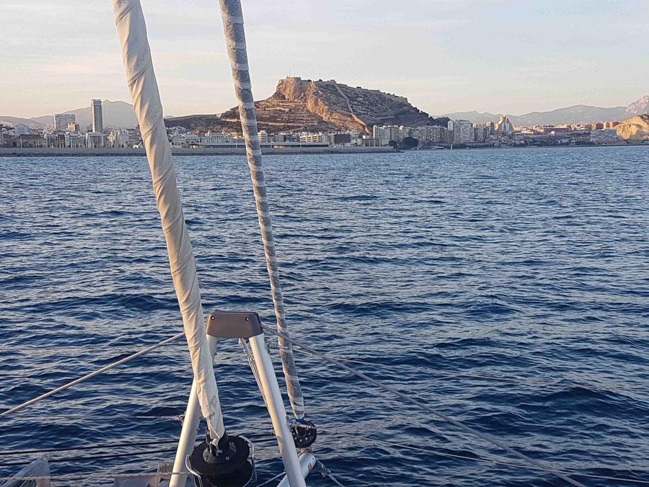 Meeresblick auf Alicante, Blog Gibraltar, Alicante Lagoon 42, Katamaran, Hochseesegelen, Mitsegeln, Überführung, Blauwassersegeln