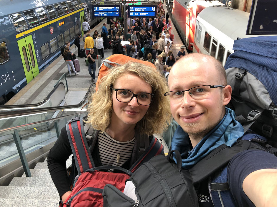Travelbees World trip begins - central station Hamburg