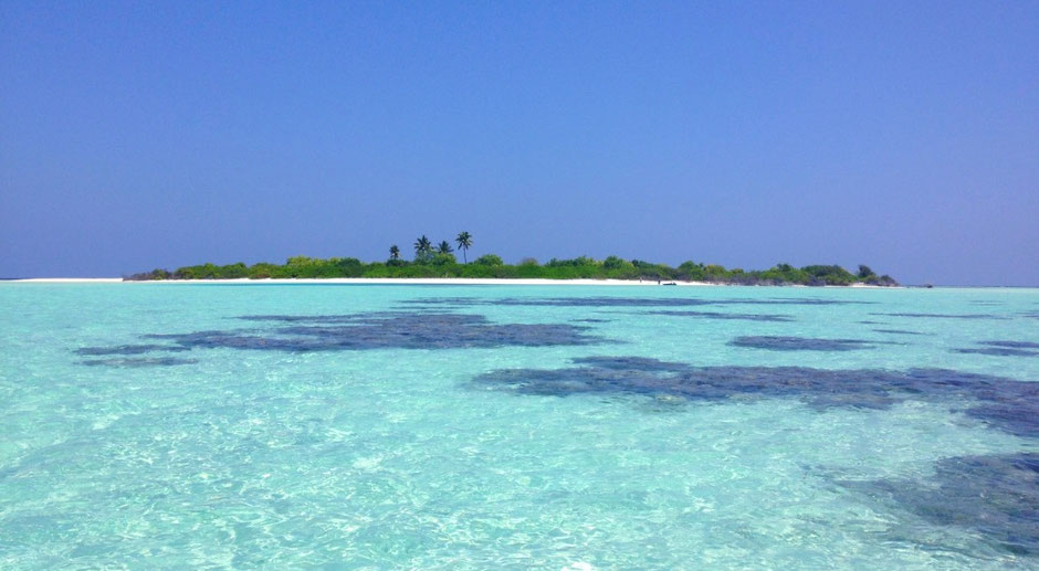 View from the boat - deserted island - Maldives - travelbees - blog