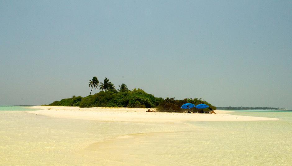 Deserted island - Maldives - travelbees - blog