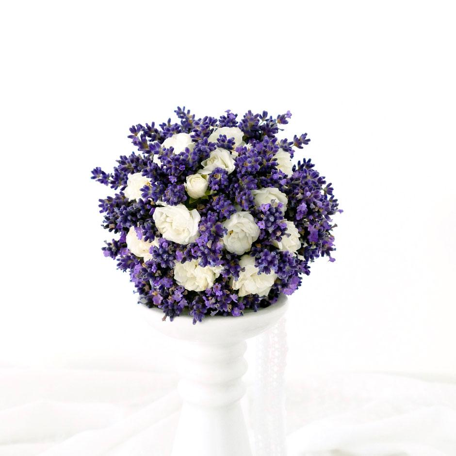 Lavendel-Kugel mit Rosen selbst gemacht