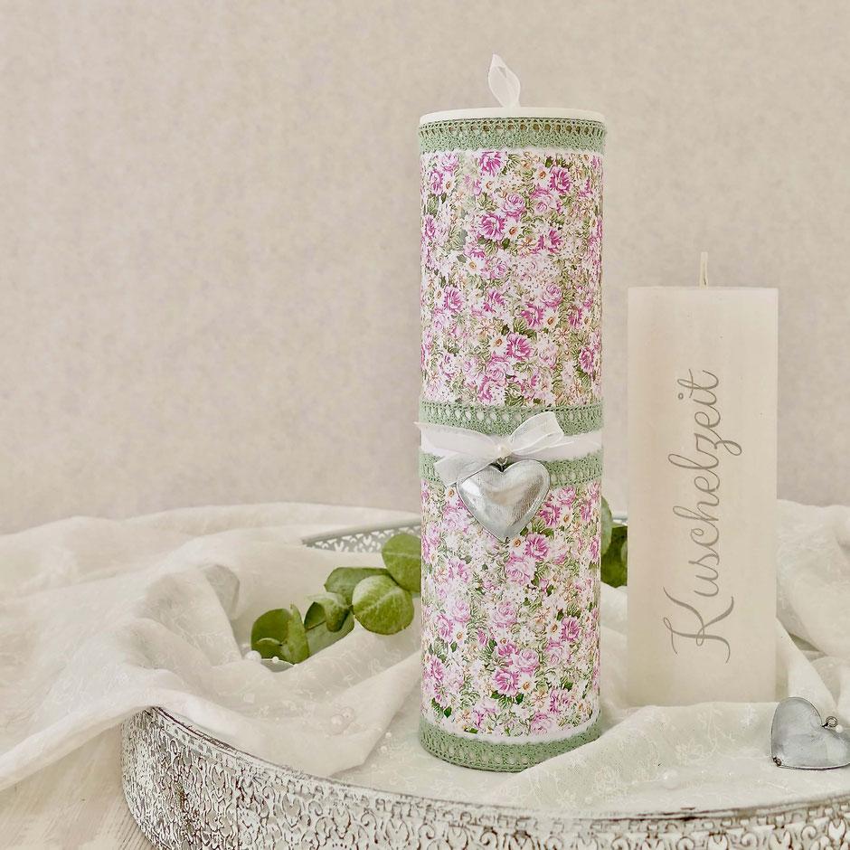 Geschenkbox Kerze aus einer Pringlesdose beklebt mit Blütenpapier, Spitze und Schleife