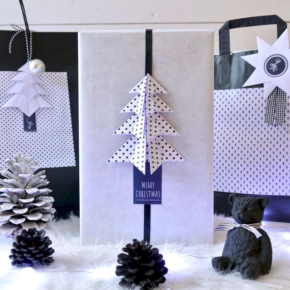Geschenke schwarz weiss verpacken mit gefaltetem Tannenbäumchen