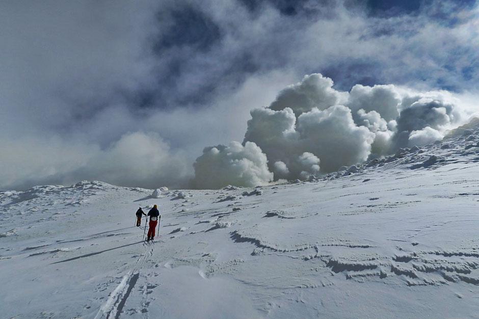 Japan-Hokkaido-Tokachidake-Daisetsuzan-backcountry-ski-guided-trips
