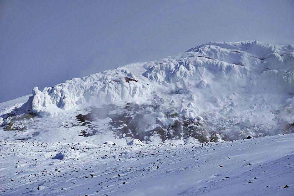 Tokachidake-Daisetuzan-backcountry-ski-guide-Japan-Hokkaido-ski-trips