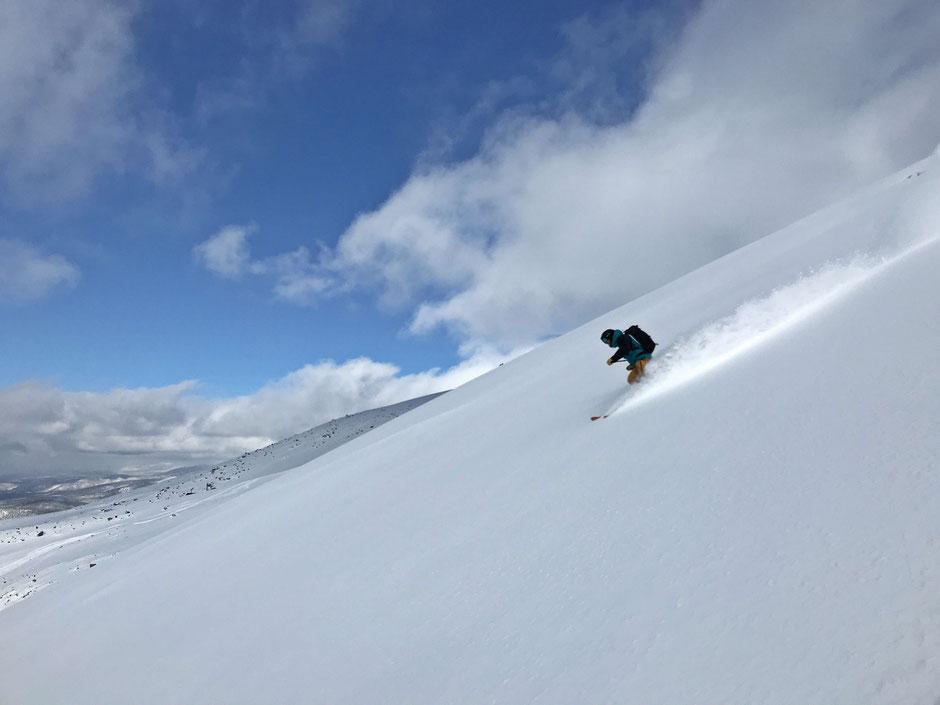 Daisetsuzan-Tokachidake-backcountry-ski-guide-Japan-Hokkaido-trips