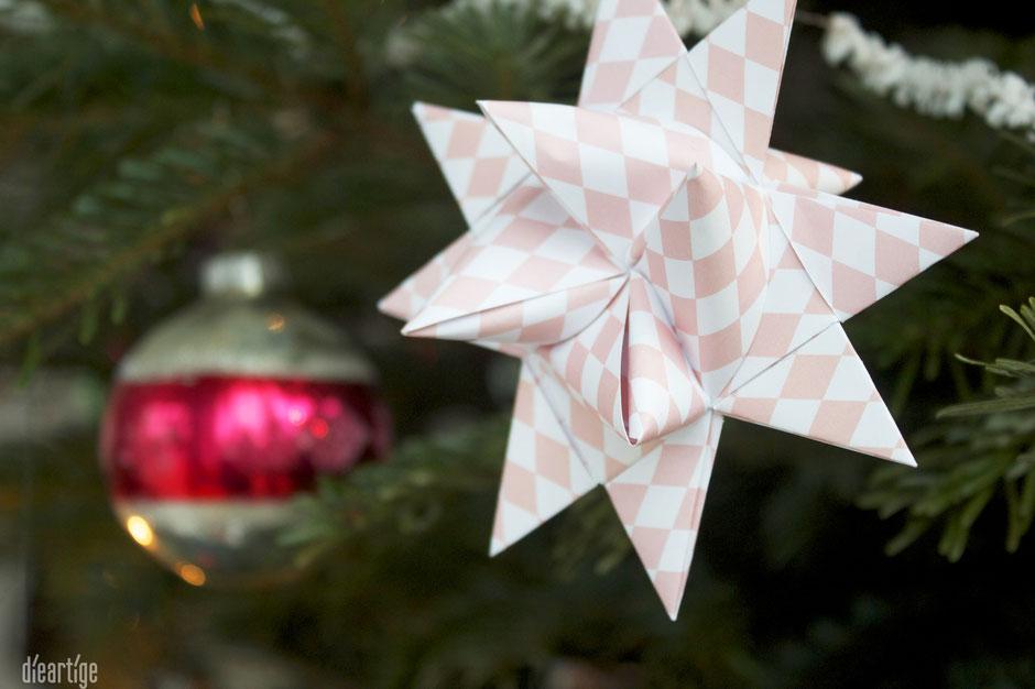 dieartigeBLOG - Fröbelsterne & alter Weihnachtsschmuck für den Weihnachtsbaum, Dekoration