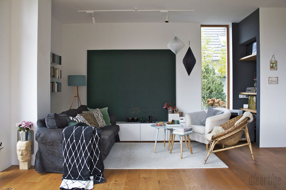 dieartigeBLOG - Tannengrüne LeinWand, Ethnomuster, GRID-Decke, Papierdekoration, Dunkelgraue Wand