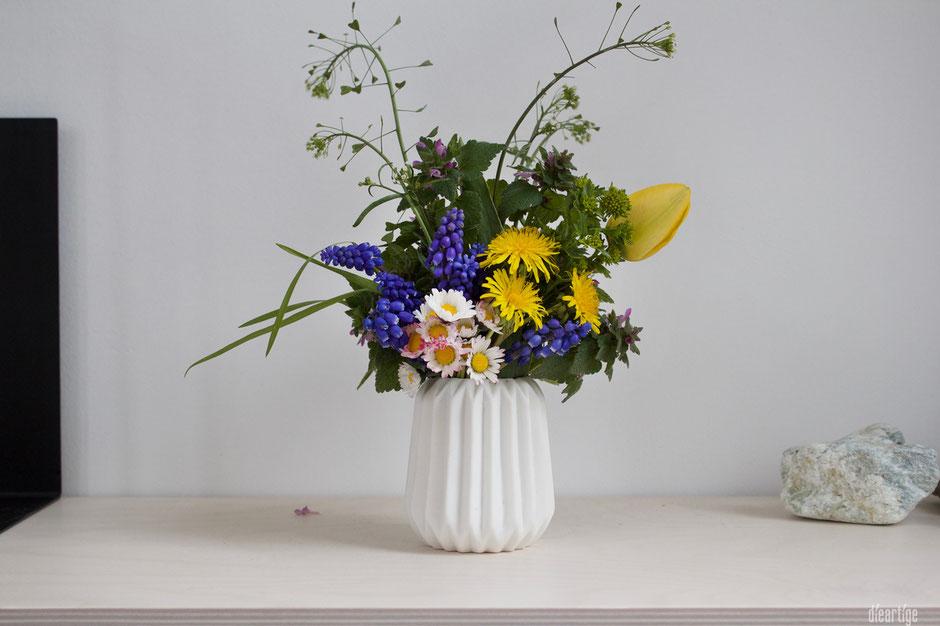 dieartigeBLOG - Wiesenblumen Frühling | Perl-Hyazinthen, Löwenzahn, Gänseblümchen, Tulpe, Taubnessel, Hirtentäschel