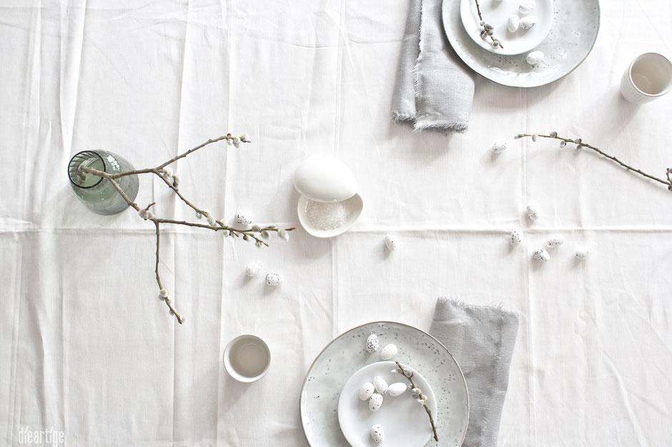 dieartigeBLOG - Oster//Frühlings-Tischdekoration | Handgefertigte Teller mit Leinen, Weidenkätzchen und Wachteleier
