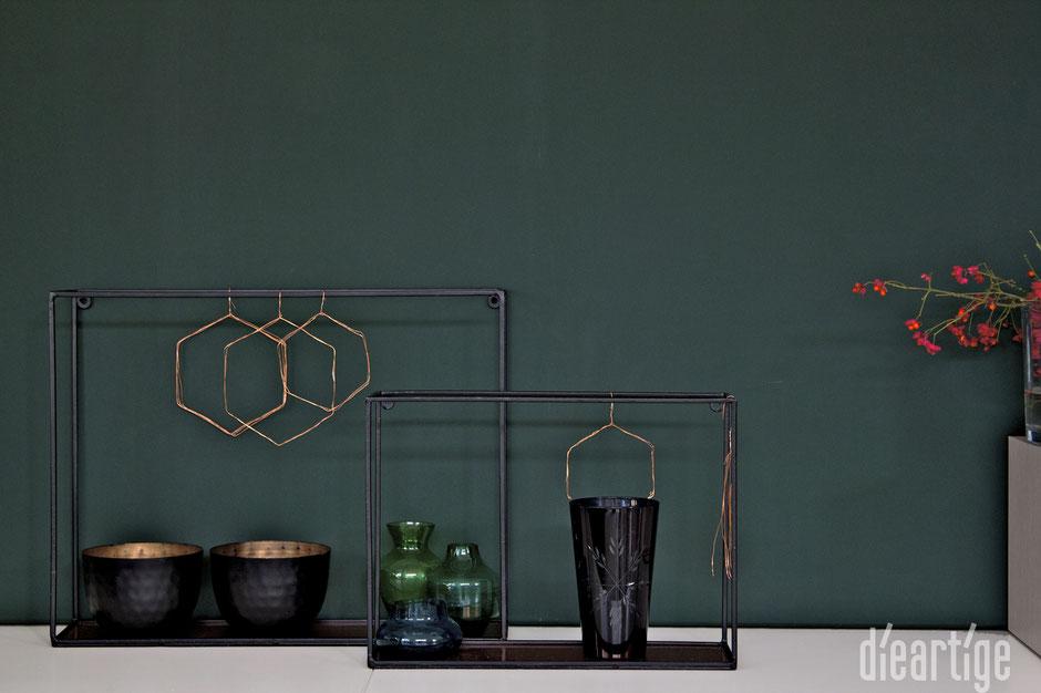 dieartigeBLOG - tannengrüne Leinwand, dunkelgrüne Wand, Kupferdeko, Herbstdeko
