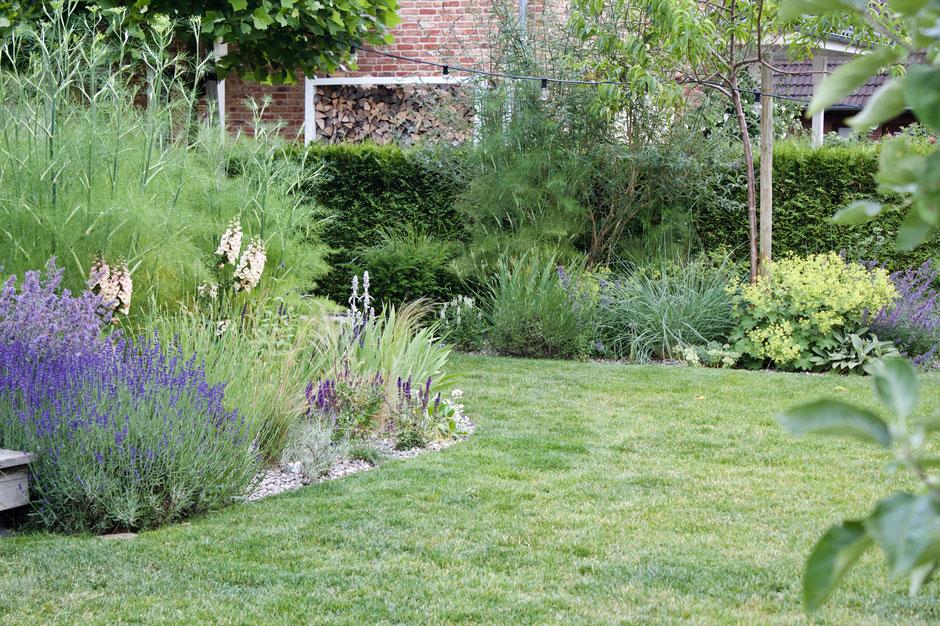 dieartigeGARTEN - Garteneinblick mit Kiesbeeten