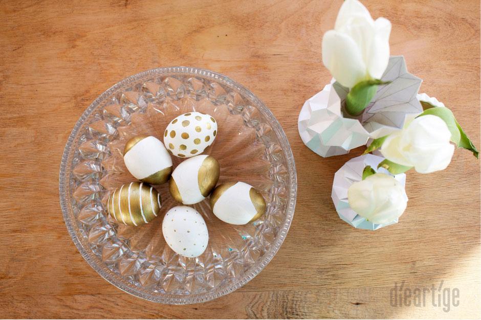 dieartigeBLOG - Glaskristallschalle, mit Gold bemalte Eier, Origamivasen, weiße Tulpen