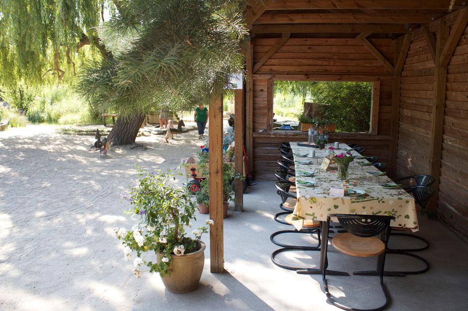 dieartigeBLOG - Sitzplatz / Geburtstagstafel im Tierpark Greifswald