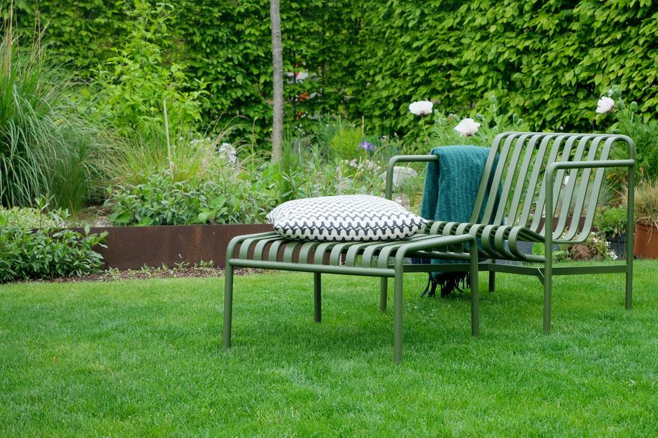 dieartigeGARTEN - Garten-Loungesessel Palissade mit Hocker von Hay - in Olive