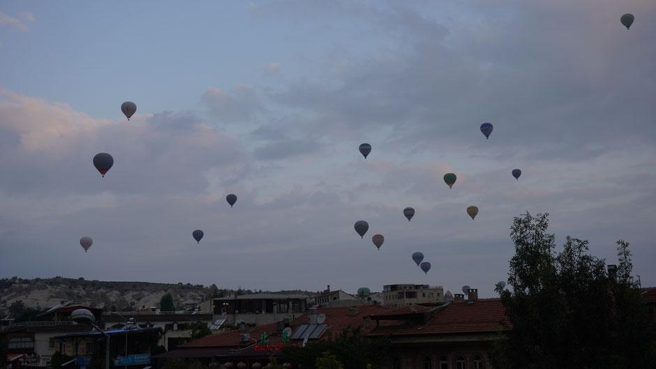 Der Himmel über Göreme um halb 7 Uhr am Morgen