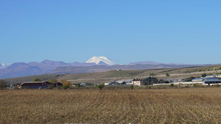 Der höchste Berg des Kaukasus - Elbrus mit 5.600 Meter