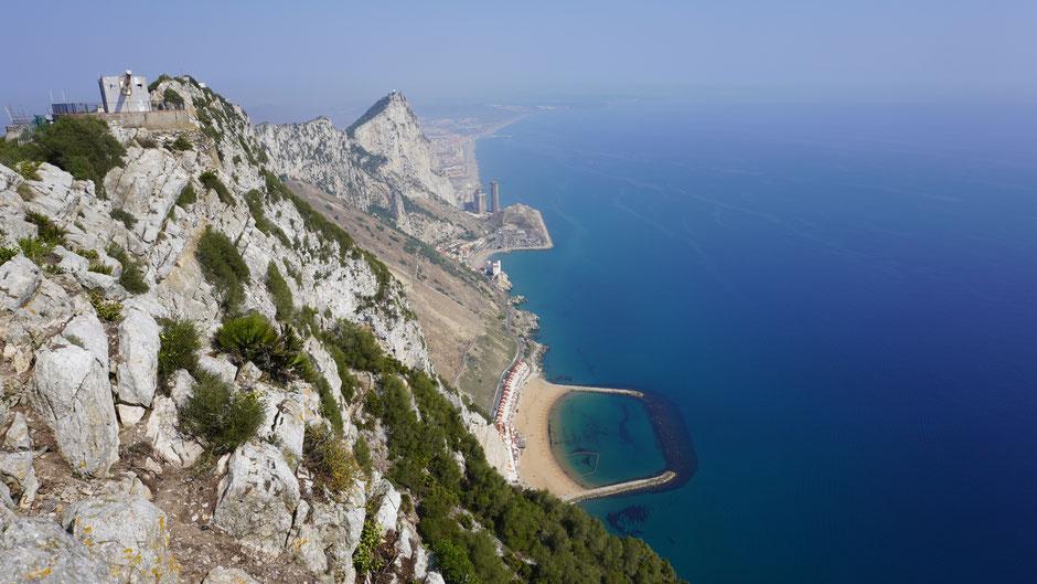 Blick nach Norden über den Felsen von Gibraltar ...