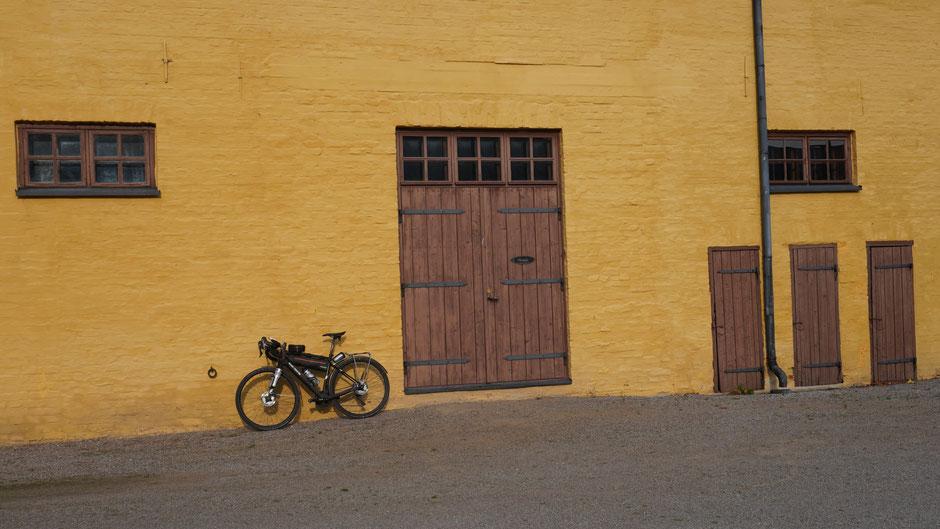 Innenhof mit Rad