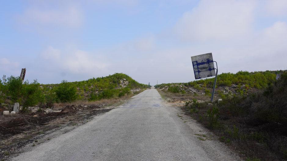 Die Straße ist wie das Schild, oder umgekehrt ...