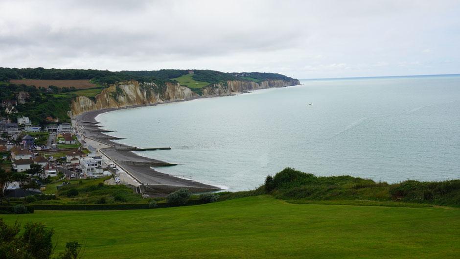 Blick nach Süden - die Steilküste geht gleich weiter ...