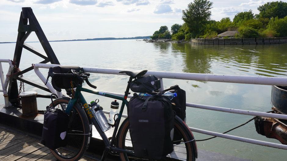 Die Donau zeigt sich hier als mächtiger Strom