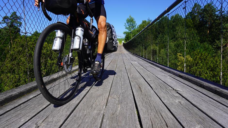 Ausnahmsweise mal kurz am Drauradweg unterwegs - zumindest für das Selfie auf der Hängebrücke