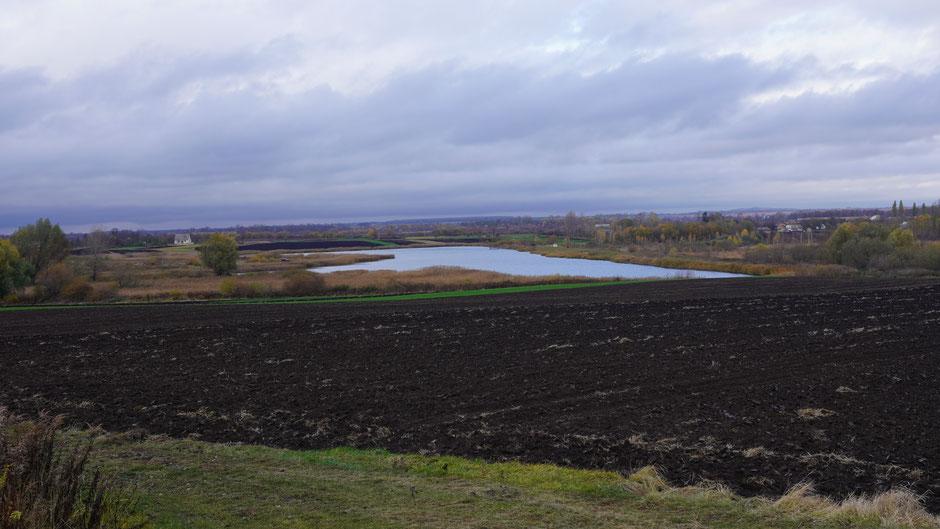 Einer von mehreren kleinen Seen an dieser Strecke
