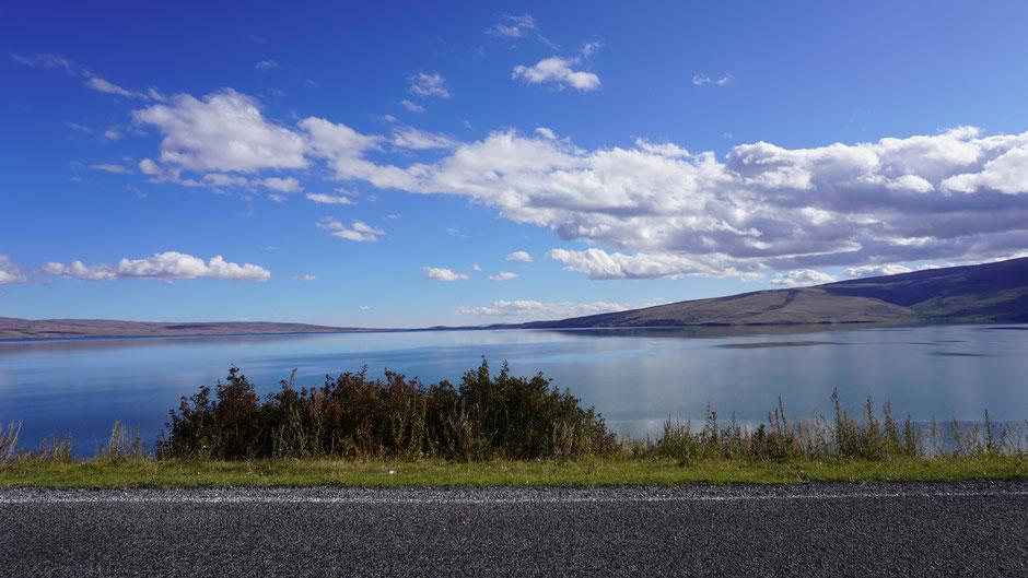 Blick zurück über den See