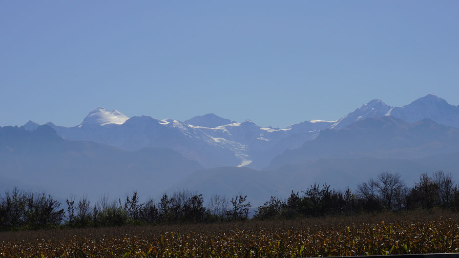 Am frühen Nachmittag ist der Kasbek von der anderen Seite zu sehen