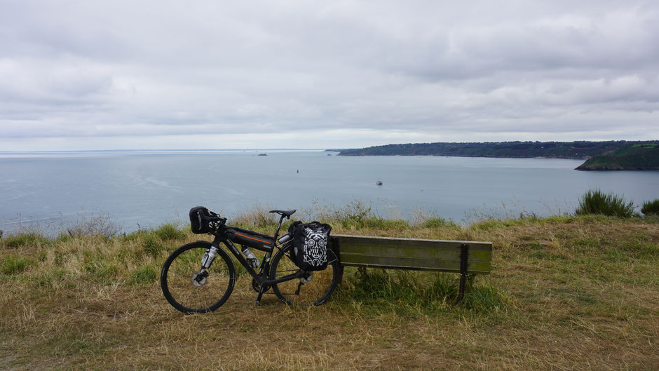 Bretonische Küste als feine Kulisse