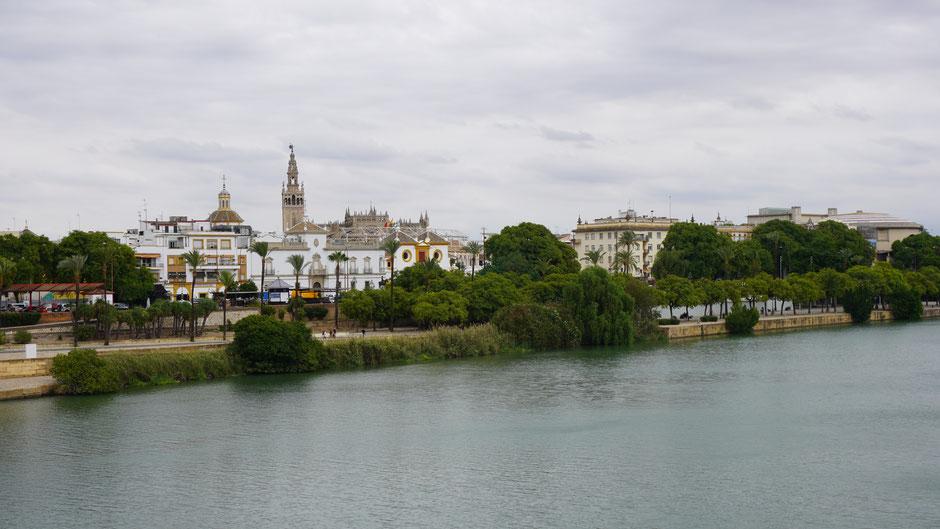 Eine der größten Kirchen der Welt - Kathedrale von Sevilla