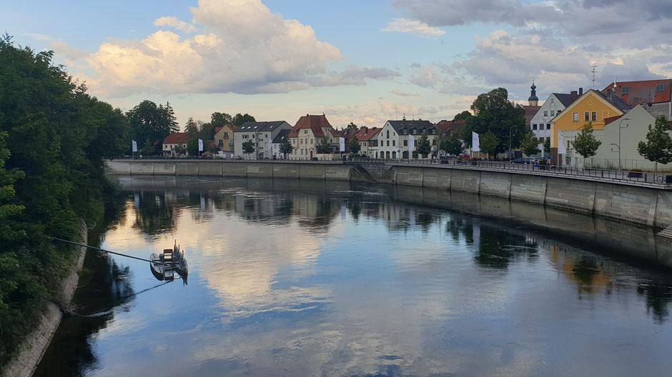 Abendstimmung am Donaukai bei Neuburg