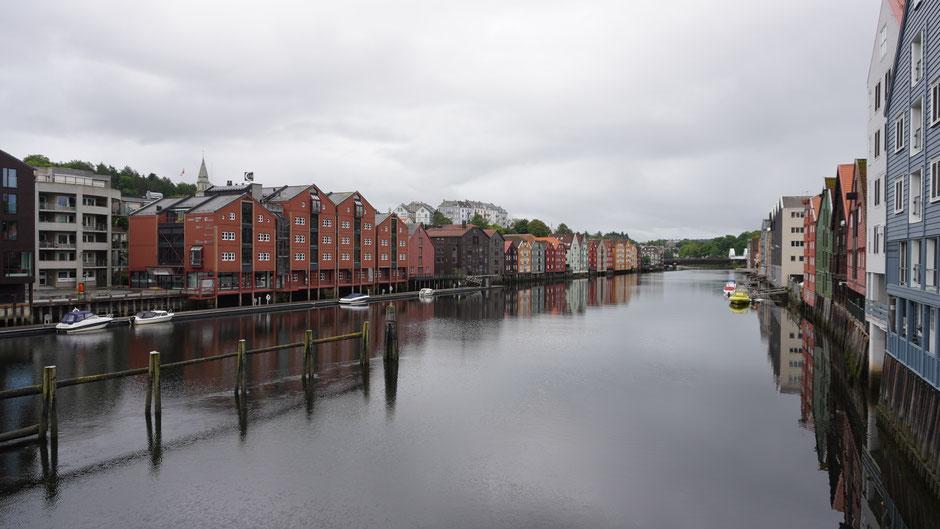 Sonntagmorgen an einem Kai in Trondheim