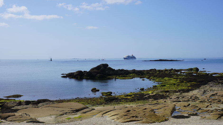 Ist kein Segelschiff. Muss draußen vor dem Hafen warten ...
