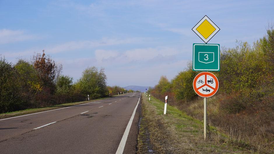 Fahrverbot für Fahrräder ohne Packtaschen ... jeden Kilometer zu sehen