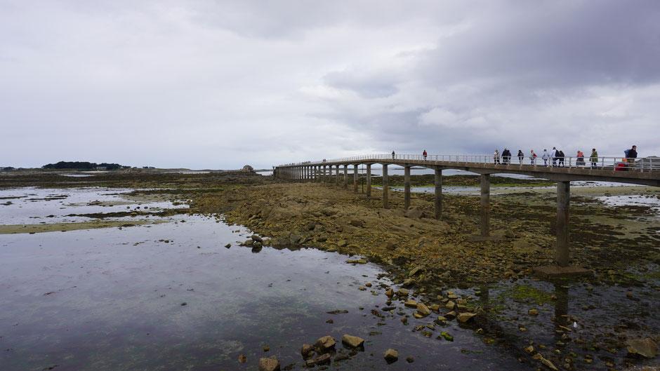 Ein langer Steg zur Inselfähre