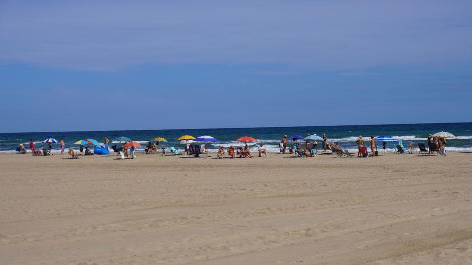 Am Strand wäre in zweiter Reihe noch Platz ...