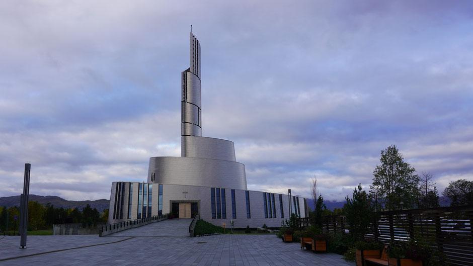 Nordlichtkathedrale in Alta: Gott, Beton und Titan