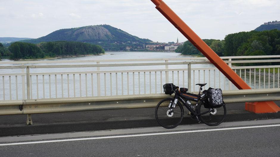 Donaubrücke bei Hainburg
