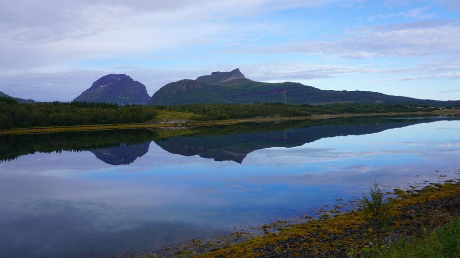 Einfach schön, die Landschaft in natura und im Spiegel zu sehen ...