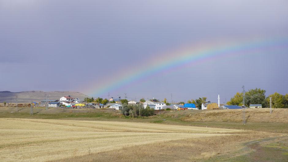 Ein Regenbogen spannt sich auf ...
