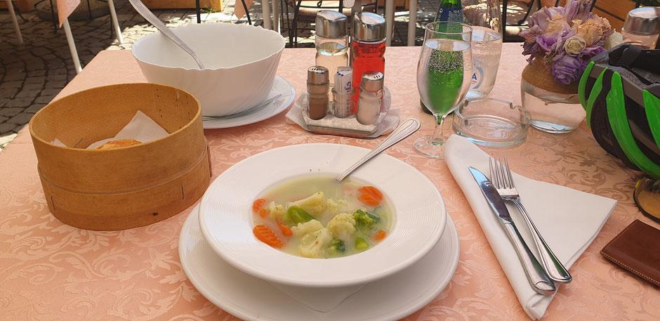 Mittags eine feine Suppe