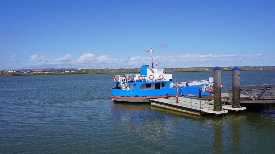 Das Fährboot über den Rio Guadiana, einer der Grenzflüsse zwischen Portugal und Spanien