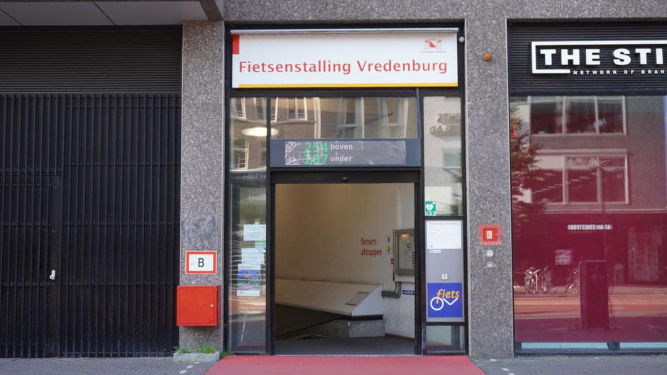 Eingang zu einer Fahrradtiefgarage in Utrecht
