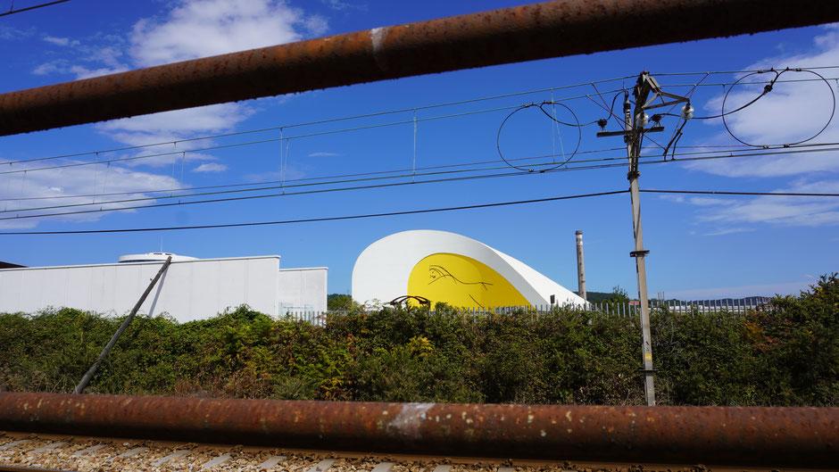 Gegoogelt: Das Kulturzentrum in der Industriestadt stammt vom brasilianischen Stararchitekten Oscar Niemeyer