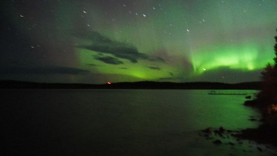 Das Foto zwar verwackelt, doch die Nordlichter sind drauf ...