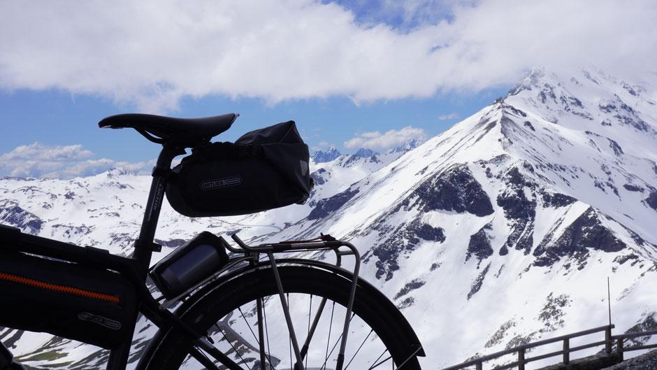 Ausblick von der Edelweißspitze auf 2.571 Meter,  dem höchsten Punkt der Straße