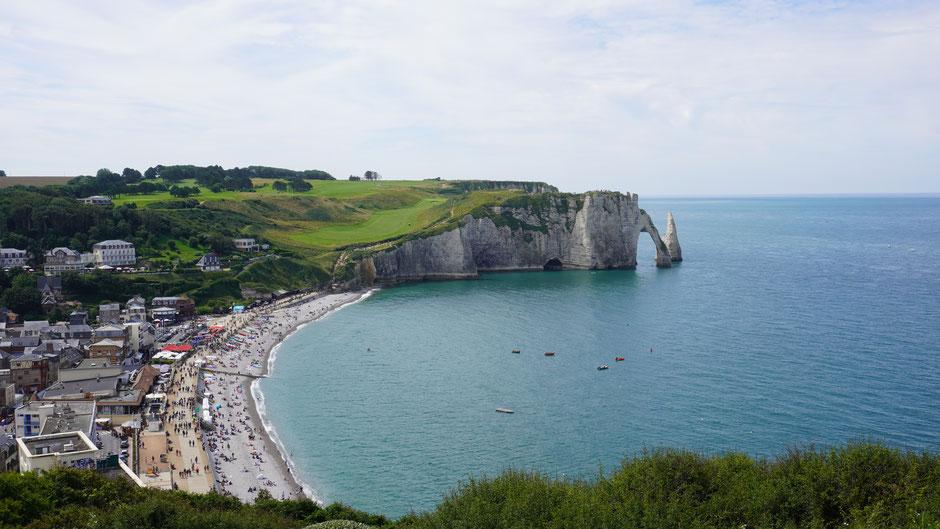 Küstenfelsen mit Porte d'Aval zum Staunen ...