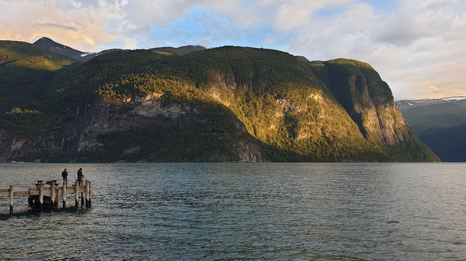 Abendstimmung in Valldal - natûrlich mit Wasser und Bergen